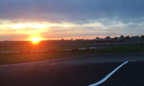 Le soleil se couche au circuit même en hiver…  Un bel interlude aprè…